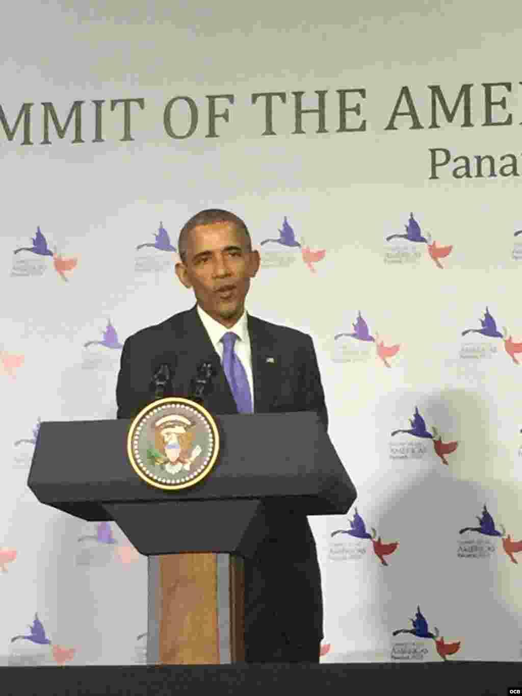 Obama responde a la prensa en Panamá.