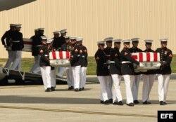 Féretros con los restos mortales del embajador Chris Stevens, y de los otros tres estadounidenses asesinados en Bengasi Libia.