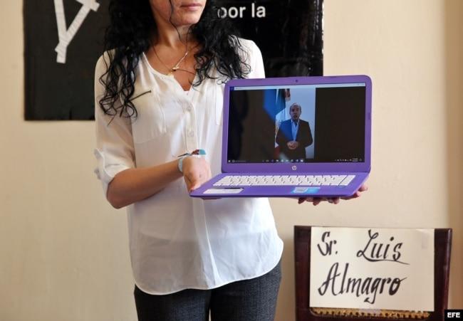 Muestran a los asistentes al evento un mensaje en video del expresidente de México, Felipe Calderón.
