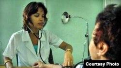 Médico de la familia: Los galenos cubanos que trabajan en el país ganan entre 17 y 40 dólares por mes.
