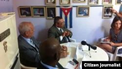 Activistas del proyecto Otro 18 reunidos en La Habana.