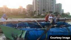 En esta balsa viajaron 13 cubanos desde Cuba hasta Key Biscayne