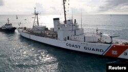 Archivo - El buque de la Guardia Costera, Cutter Ingham, a su llegada a Key West, Florida, el 24 de noviembre de 2009