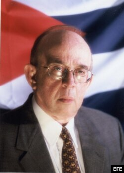 Fotografía de archivo sin fecha del experto en asuntos cubanos de la Universidad de Miami Jaime Suchlicki.
