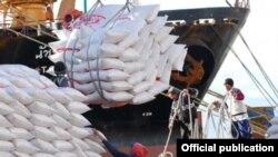 Cargamento de arroz vendido a Cuba, parte desde el puerto de Galveston, Texas, abril 2017