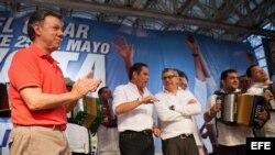 El presidente-candidato a la reelección Juan Manuel Santos (i), participó el viernes 16 de mayo, en un acto de campaña en Valledupar.