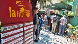 Más cubanos usan tarjetas de presentación en sus negocios