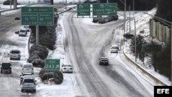 Atlanta trabaja a contrarreloj para salir del caos provocado por la nieve