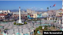 Plaza céntrica en Santiago de Cuba.