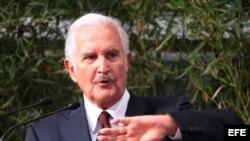 Fotografía del 2 de febrero de 2012 del escritor mexicano Carlos Fuentes en un evento en la Universidad Veracruzana, del estado mexicano de Veracruz. Fuentes falleció el martes 15 de mayo de 2012, en Ciudad de México.