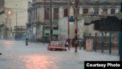 Intensas lluvias en La Habana ocasionan dos muertes y varios derrumbes
