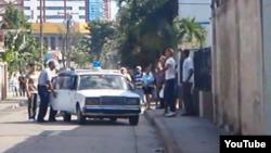 Detienen activistas por montar kiosko para venta de alimentos