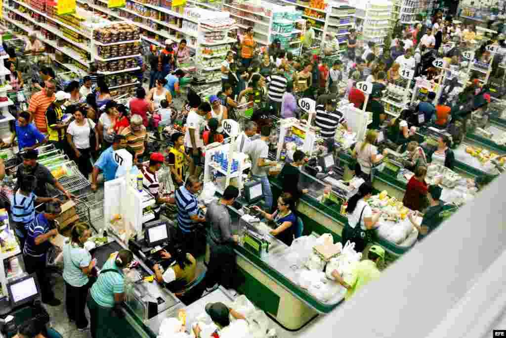 Largas colas en supermercados de Táchira por falta de productos