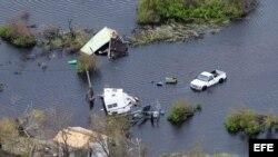 Una fotografía del 28 de agosto de 2017, cedida por la Guardia Nacional del Ejercito hoy, miércoles 30 de agosto de 2017, muestra inundaciones causadas por el paso del Huracán Harvey, en Rockport, Texas (EE.UU.).