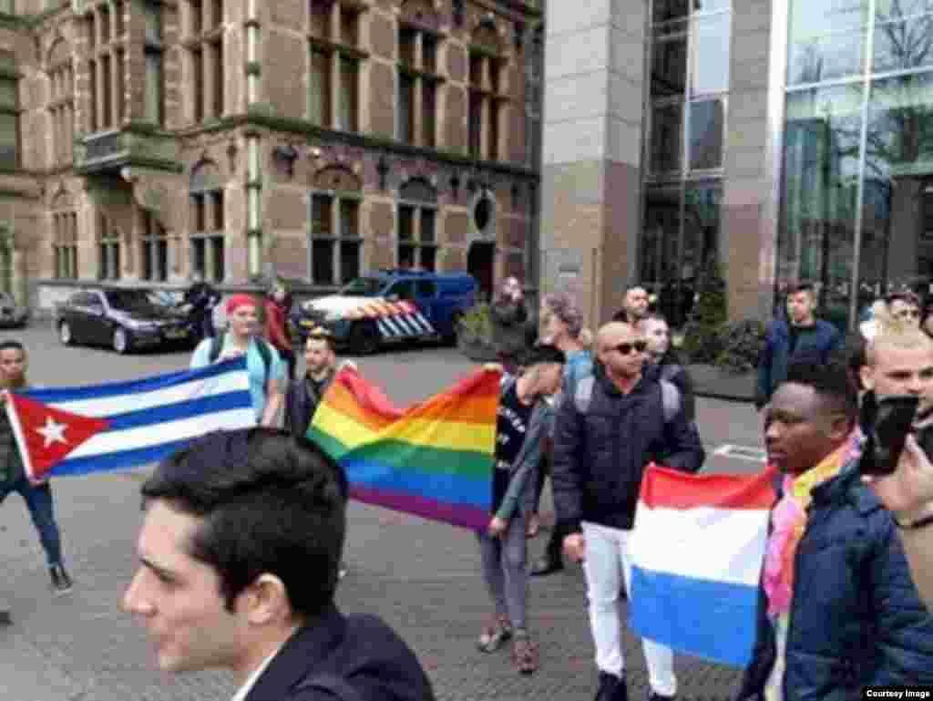 Manifestación de cubanos miembros de la comunidad LGBTI que piden asilo en Holanda.