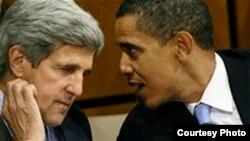El presidente Obama conslta con suj secretario de Estado John Kerry