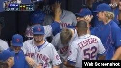 Céspedes en el dugout de los Mets.