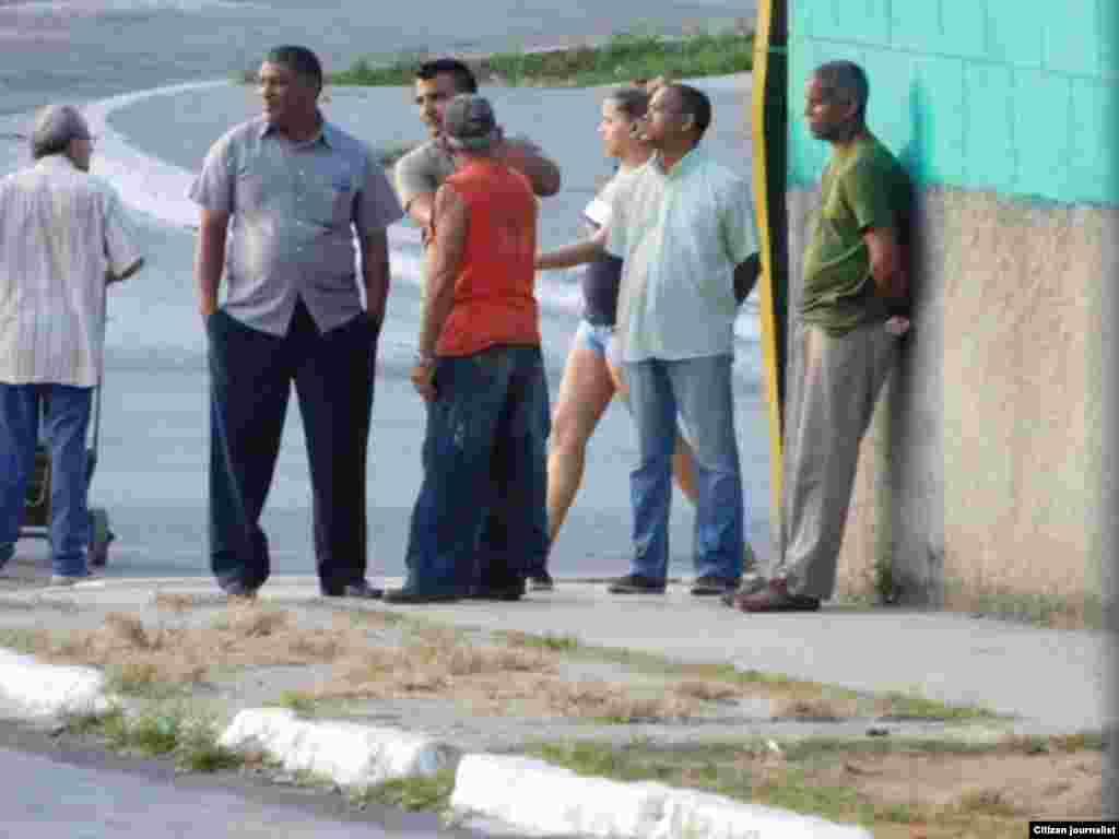 Refuerzan operativos en los alrededores de la sede de las Damas de Blanco Foto Angel Moya