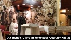 """Francisco """"Pipo"""" Hernández, sobrino de Celia Cruz, habló en la ceremonia."""
