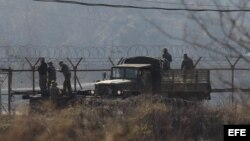 Tropas surcoreanas patrullan zona desmilitarizada