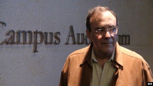 El escritor cubano exiliado Carlos Alberto Montaner durante una entrevista con Efe en Miami (EEUU).