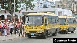 En julio de 2013 empezaron a funcionar en Cuba unas 123 cooperativas no agropecuarias, entre ellas algunas de transporte de pasajeros.