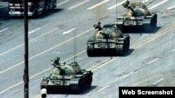 Tanques en la plaza de Tianamen Pekin. Archivo