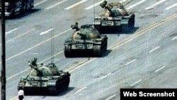 Tanques en la plaza de Tianamen Pekin. Archivo.