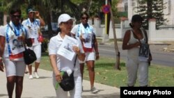 Activistas detenidos veinte horas por apoyar a Damas de Blanco