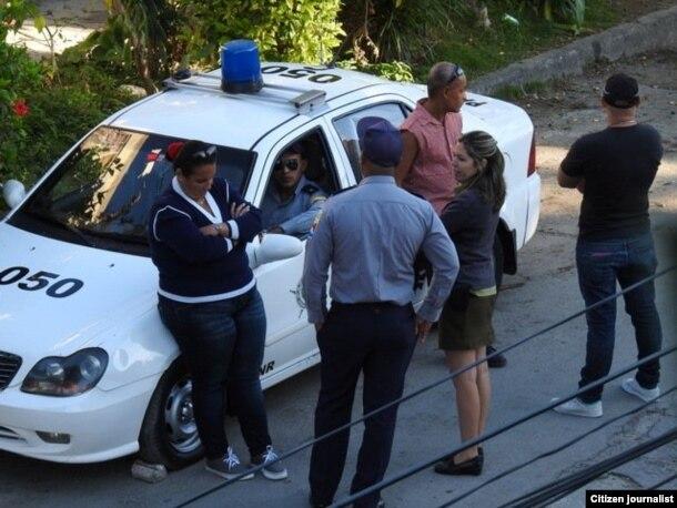 Vigilancia en los alrededores de la sede de las Damas de Blanco, en Lawton.