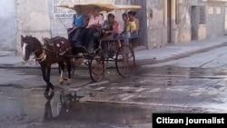 Reporta Cuba. Pasajeros en peligro, Manzanillo. Foto: Ramón Esteban Enamorado