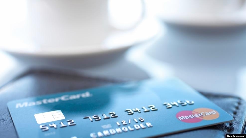 Una MasterCard, la primera tarjeta de crédito estadounidense en entrar a Cuba.