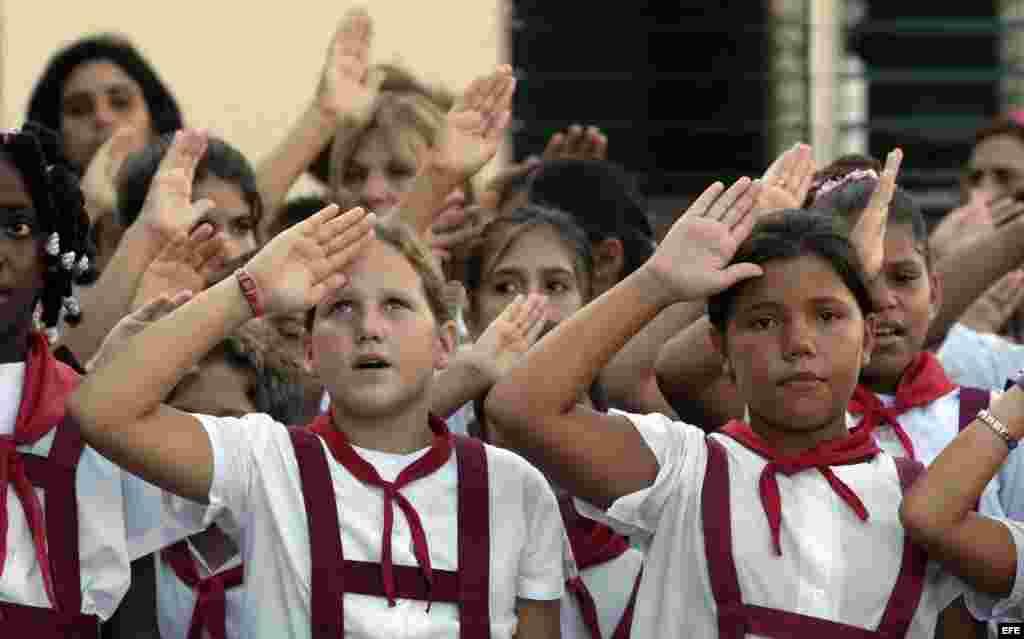 Esta organizacion recluta en la edad temprana los pioneros como una forma de asegurar e inculcar el comunismo en los niños.
