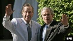 Bush hijo publica libro sobre su padre.