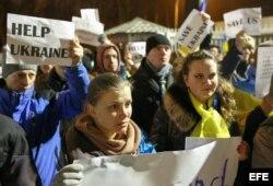 Ucranianos piden ayuda a la comunidad internacional en Kiev