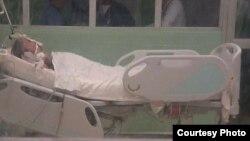 Raidel García Otero permanece hospitalizado en una sala de cuidados intensivos de La Covadonga. (Foto enviada a Martí Noticias)