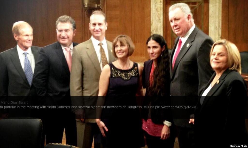 Yoani con los congresistas. tomado del twitter de Mario Diaz Balart