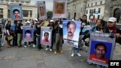 Familiares de secuestrados y desaparecidos por las FARC se reunieron en Bogotá en vísperas del inicio del proceso de paz en Oslo.