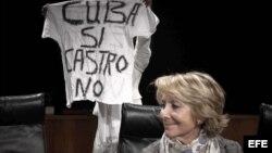 La más favorecida por la encuesta es la presidenta del Partido Popular en Madrid, Esperanza Aguirre.