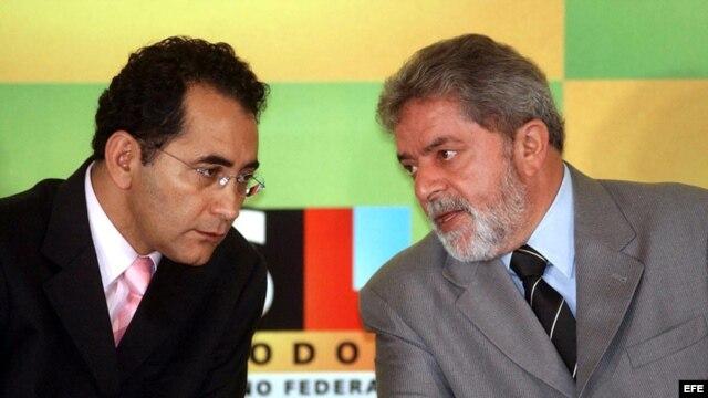 El diputado Joao Paulo Cunha (izq.) en un aparte con el presidente Luiz Ináncio Lula da Silva, durante el primer mandato de Lula.