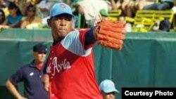 Yozzen Cuesta, primera base del equipo de béisbol Tigres de Ciego de Avila, desertó en Canadá.