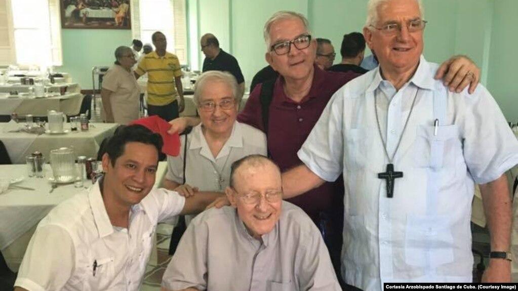 Padre Jorge Palma (al centro, sentado en silla de ruedas), fallecido el miércoles 31 de enero de 2018.