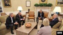 El presidente Barack Obama con los líderes demócratas en la Casa Blanca