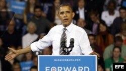 Barack Obama, quien aspira a la reelección por el Partido Demócrata, habla durante un mítin en la Universidad de Kent State.