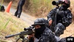 Francotirador de las Fuerzas Especiales de la Policía Nacional de Panamá durante un entrenamiento por la Cumbre de la Américas.
