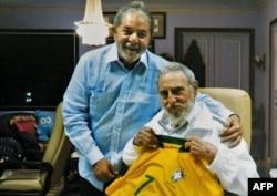 Lula con Fidel Castro, en febrero de 2014 en La Habana. (Roberto Stuckert Filho/AFP)