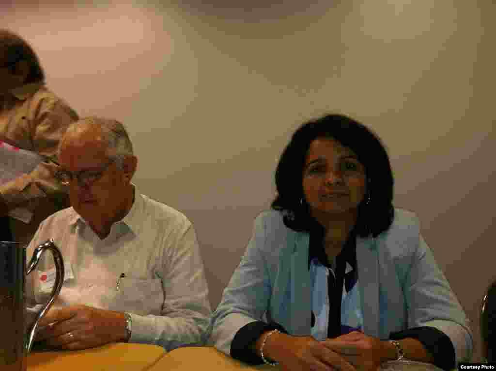Jorge Sanguinetty y Karina Gálvez en la sesión sabatina de ASCE