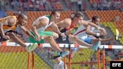El vallista cubano Orlando Ortega (cuarto, derecha) quedó eliminado en el Campeonato Mundial de Atletismo de Moscú-2013.