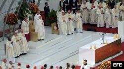 El papa Francisco durante la misa de clausura de XXVIII Jornada Mundial de la Juventud que ha oficiado hoy en la playa de Copacabana de Río de Janeiro.