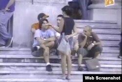 Estudiantes en la escalinata de la Universidad de La Habana.